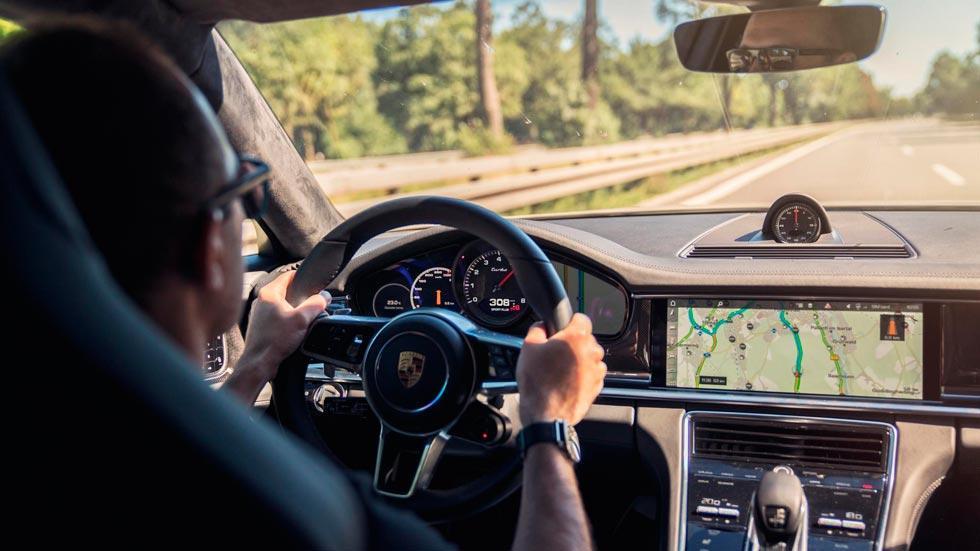 Prueba Porsche Panamera Turbo interior lujo autobahn km/h