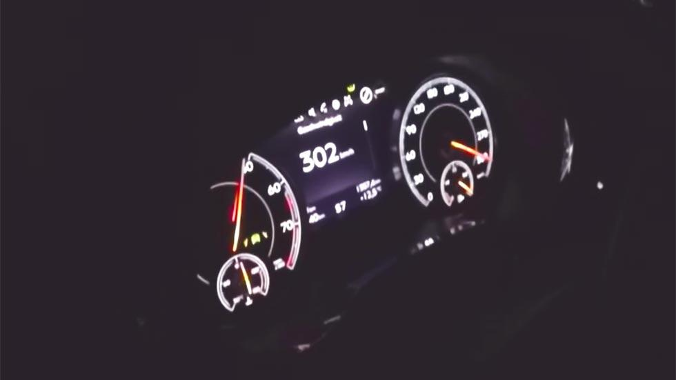 Bentley Bentayga a 300 km/h velocimetro velocidad máxima