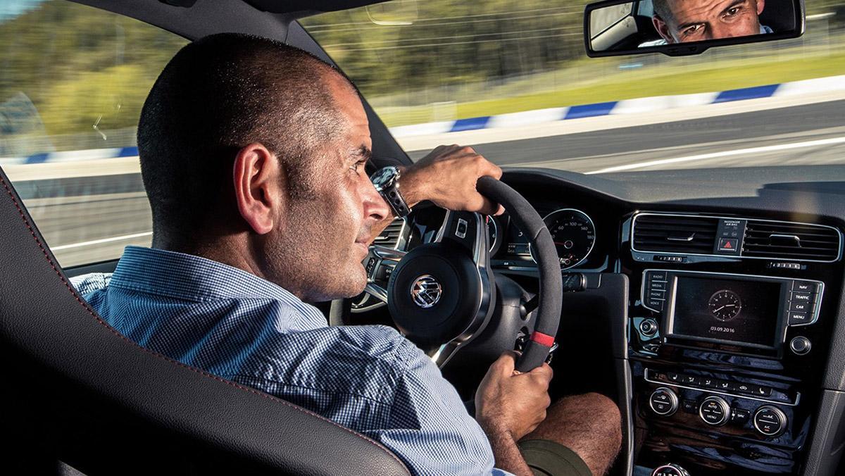 Chris Harris conduce el Volkswagen Golf Clubsport S