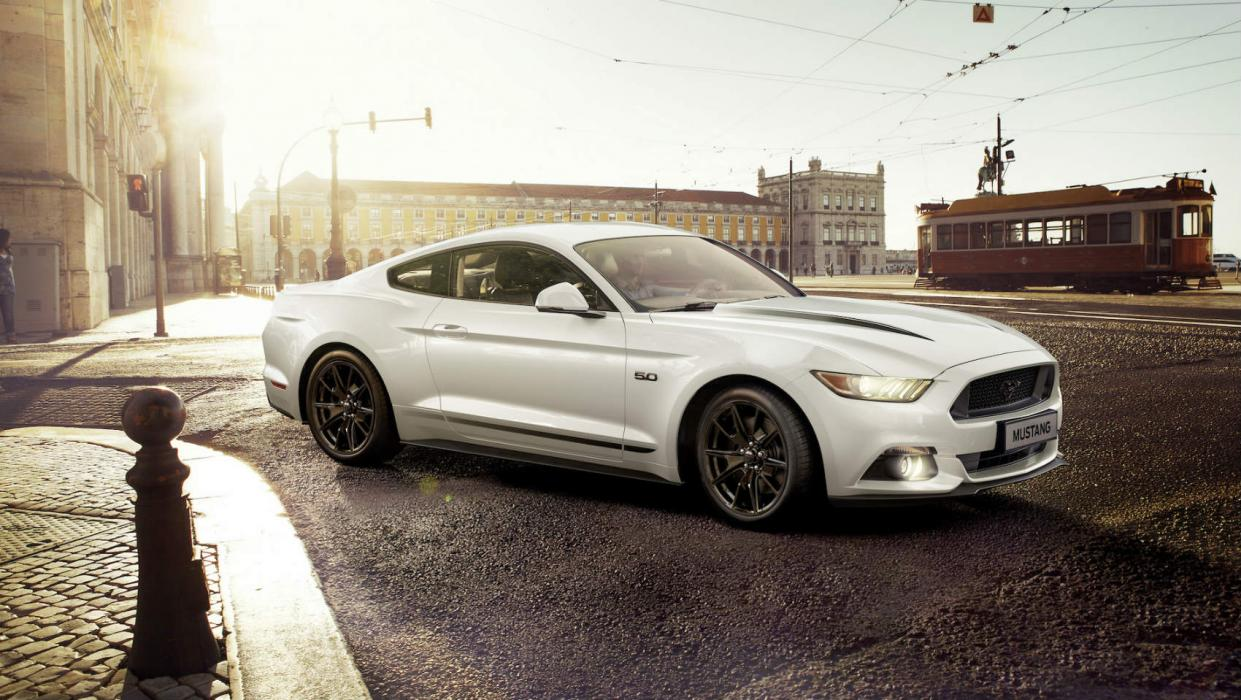 Ford Mustang Black Shadow Edition y Ford Mustang Blue Edition