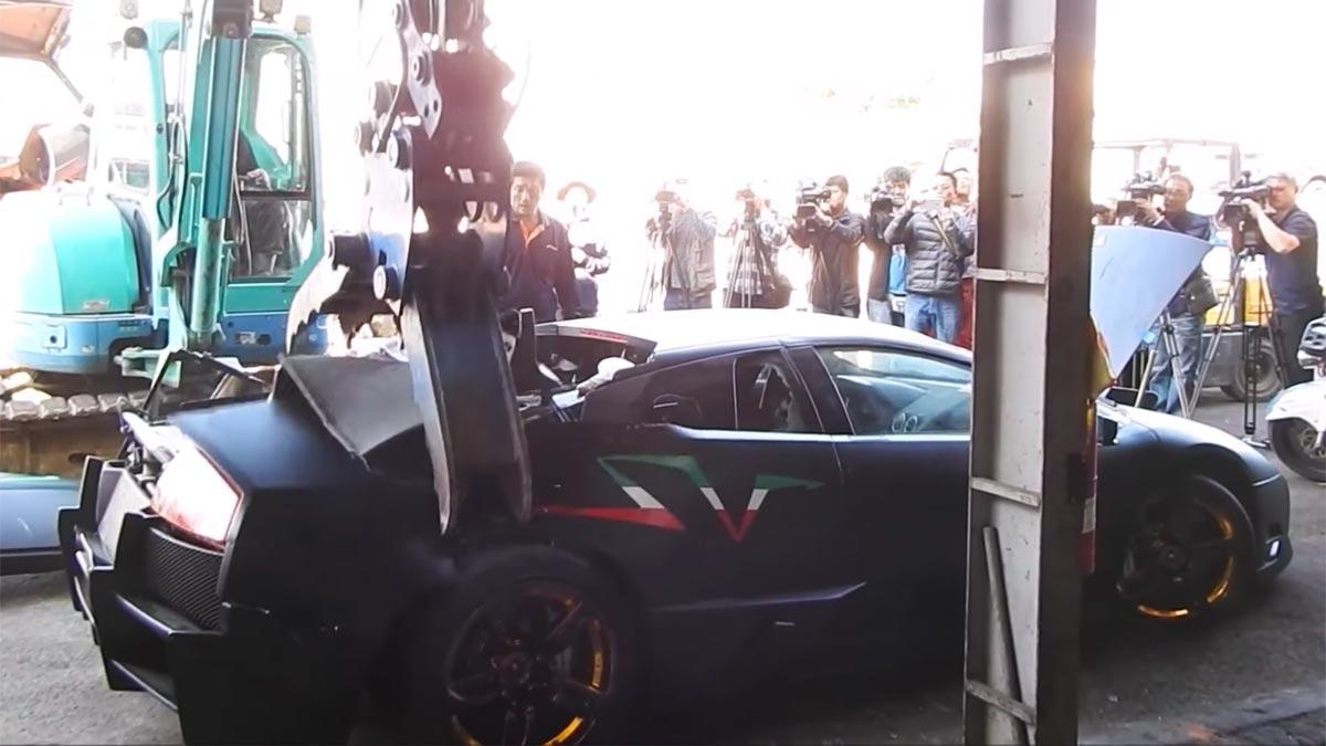 Destrozar Lamborghini Murciélago brazo mecánico reventar