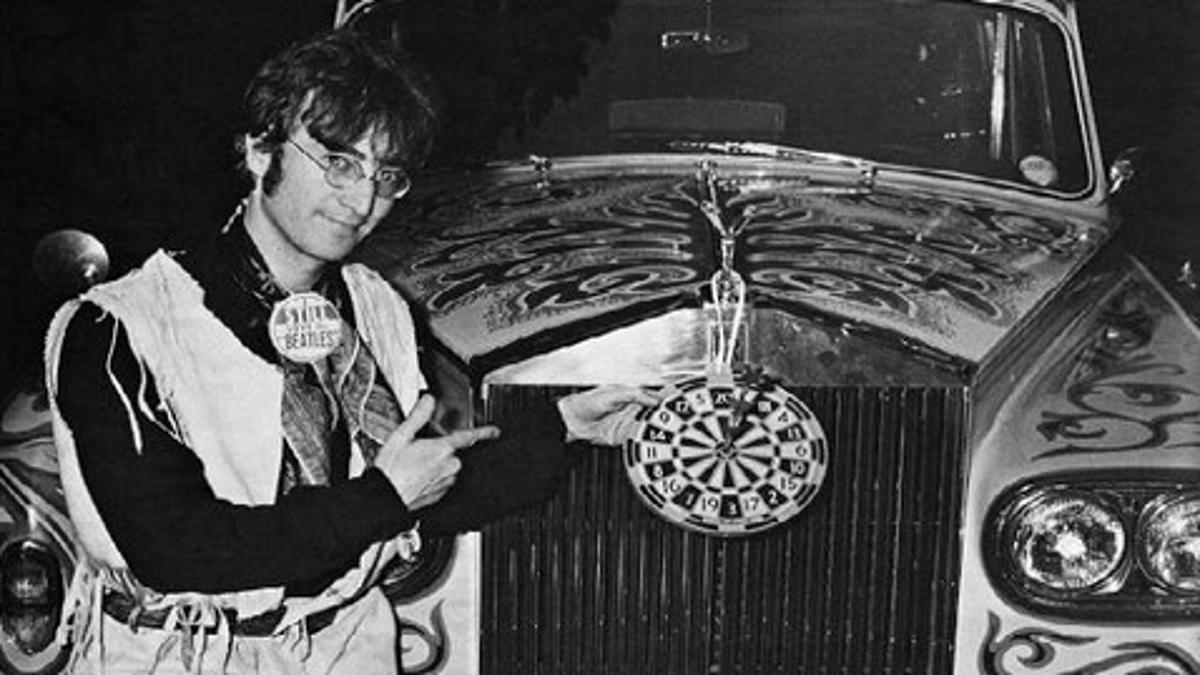 John, más feliz que una perdiz con su Rolls. ¿Y quién no lo estaría?