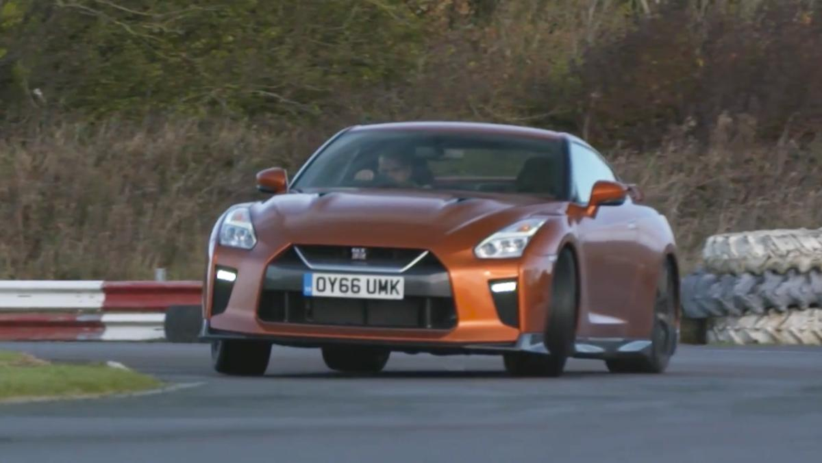 Chris Harris conduce el Nissan GT-R 2017