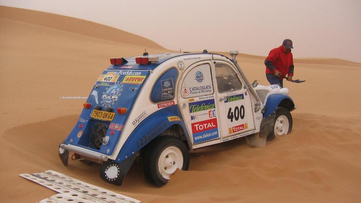 Un Citroen 2 CV de 1963 se defendió como un jabato en el Dakar 2007