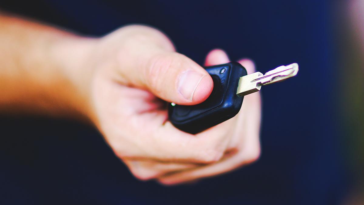 Consejos para comprar un coche nuevo que te daría tu cuñado