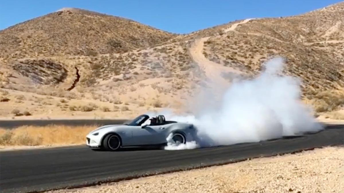 Mazda MX-5 V8 Flyin Miata derrape