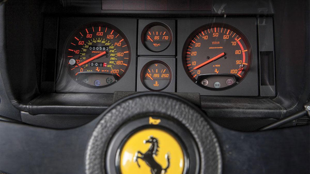 Cuentakilómetros Ferrari denuncia cuadro de mandos