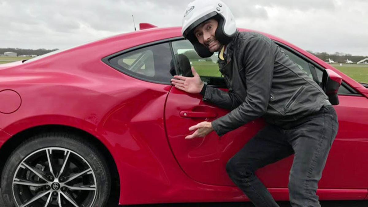 Un actor estrella el coche de precio razonable de Top Gear