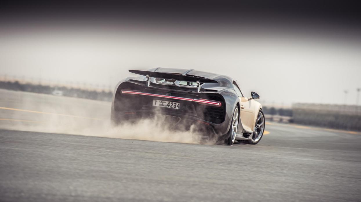 Chris Harris con el Bugatti Chiron (X)
