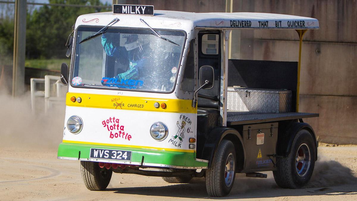 Los coches de drift más locos - Furgoneta de reparto de leche