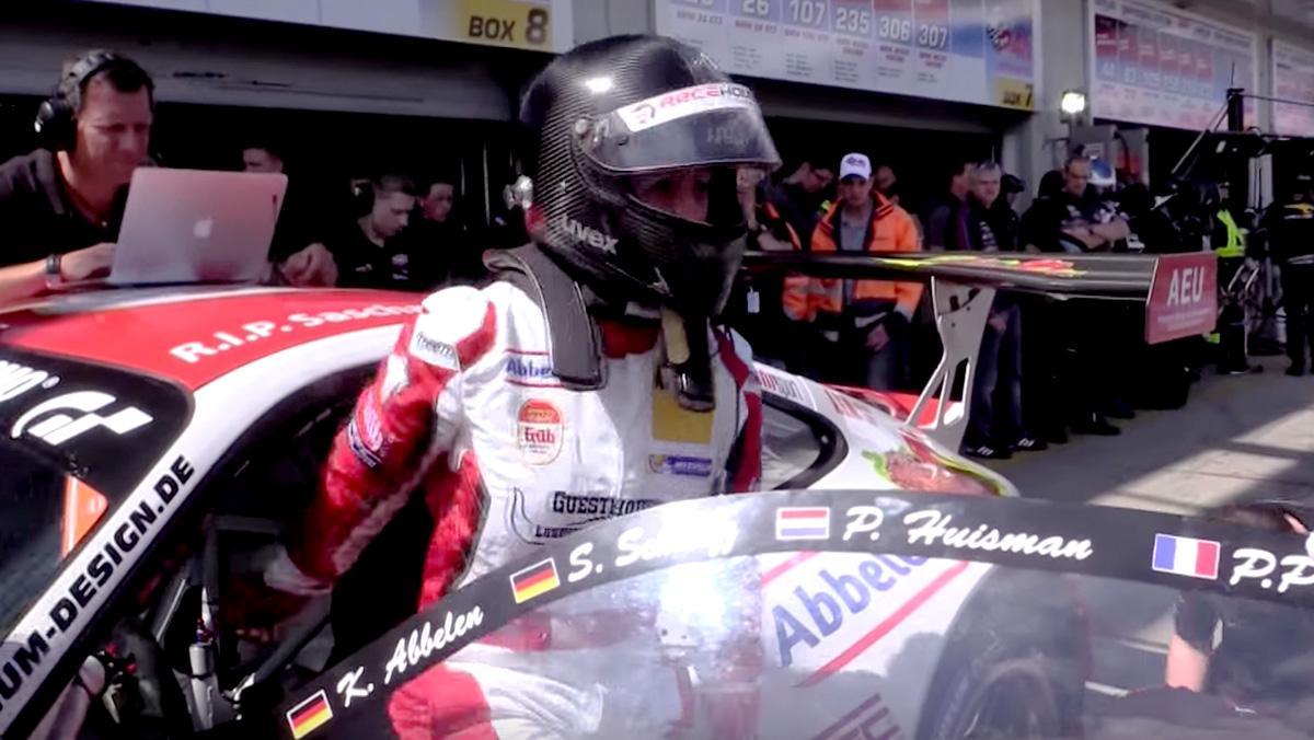 Sabine Schmitz en el Porsche 911 del equipo Frikadelli
