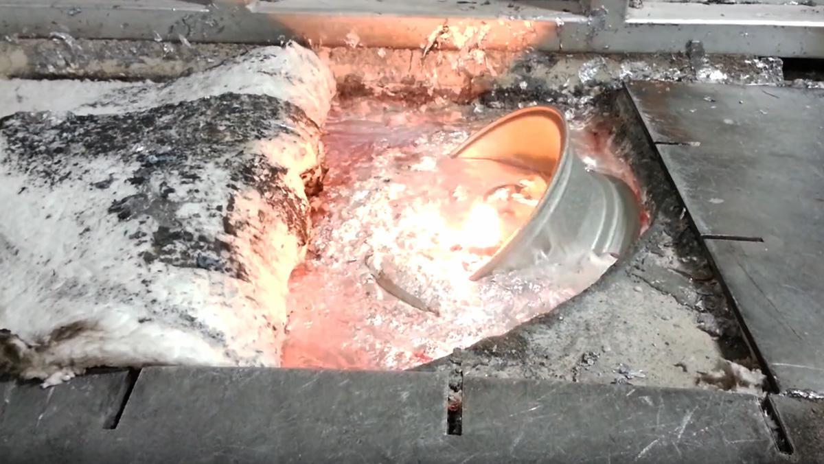 Así se derrite una llanta de aluminio