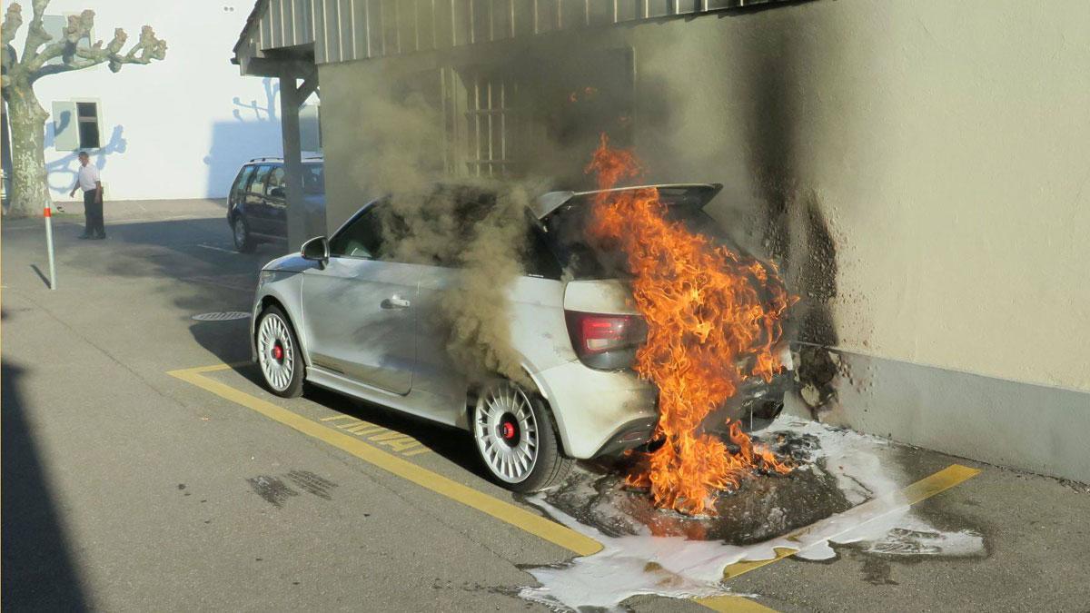 Audi A1 Quattro incendio llamas