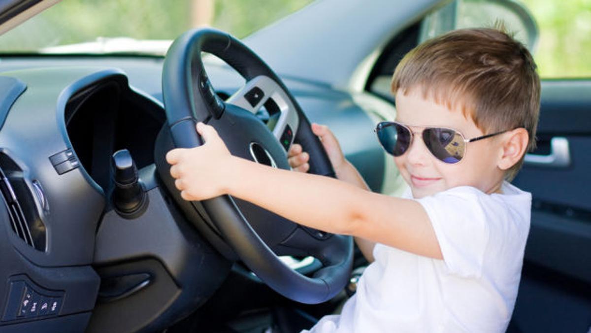 Niño al volante
