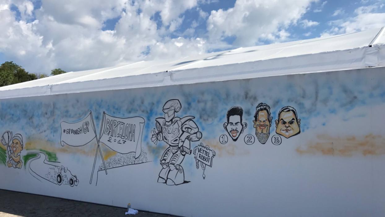 Mural entrada al paddock