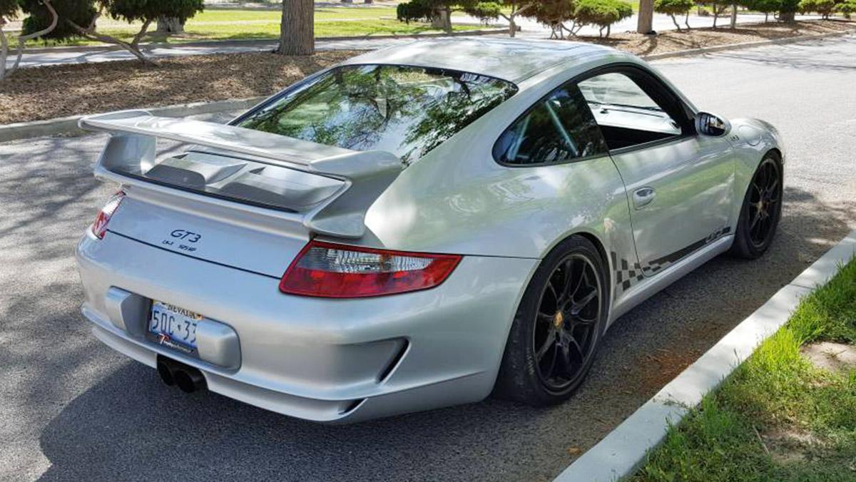 Este Porsche 911 GT3 tiene motor V8