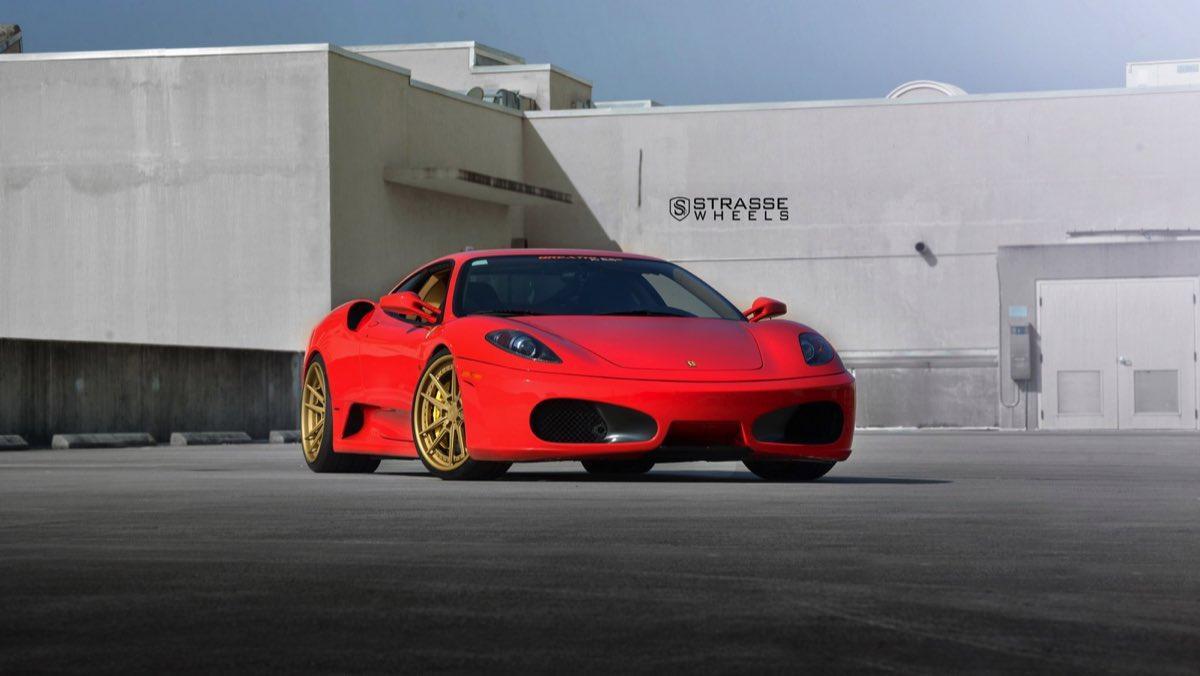 Ferrari F430 Strasse