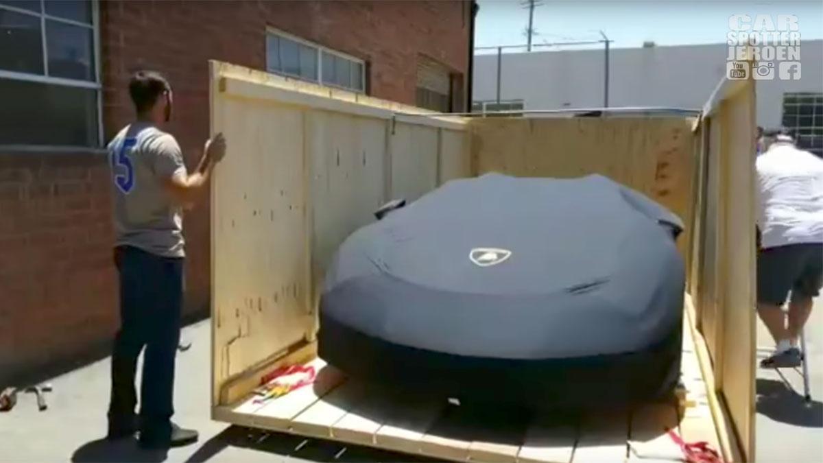 Unboxing Lamborghini Centenario Roadster entrega superdeportivo concesionario