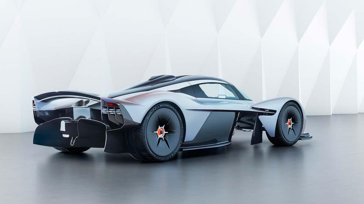 Aston Martin Valkyrie Pegado al suelo