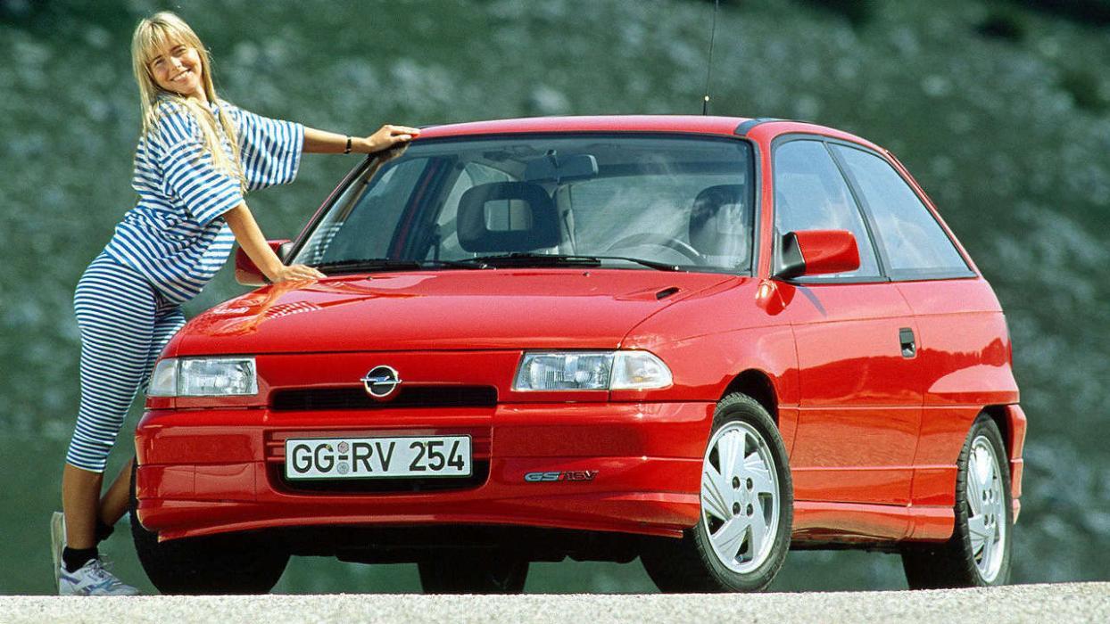 Coches que son un imán para la Guardia Civil - Opel Astra GSi