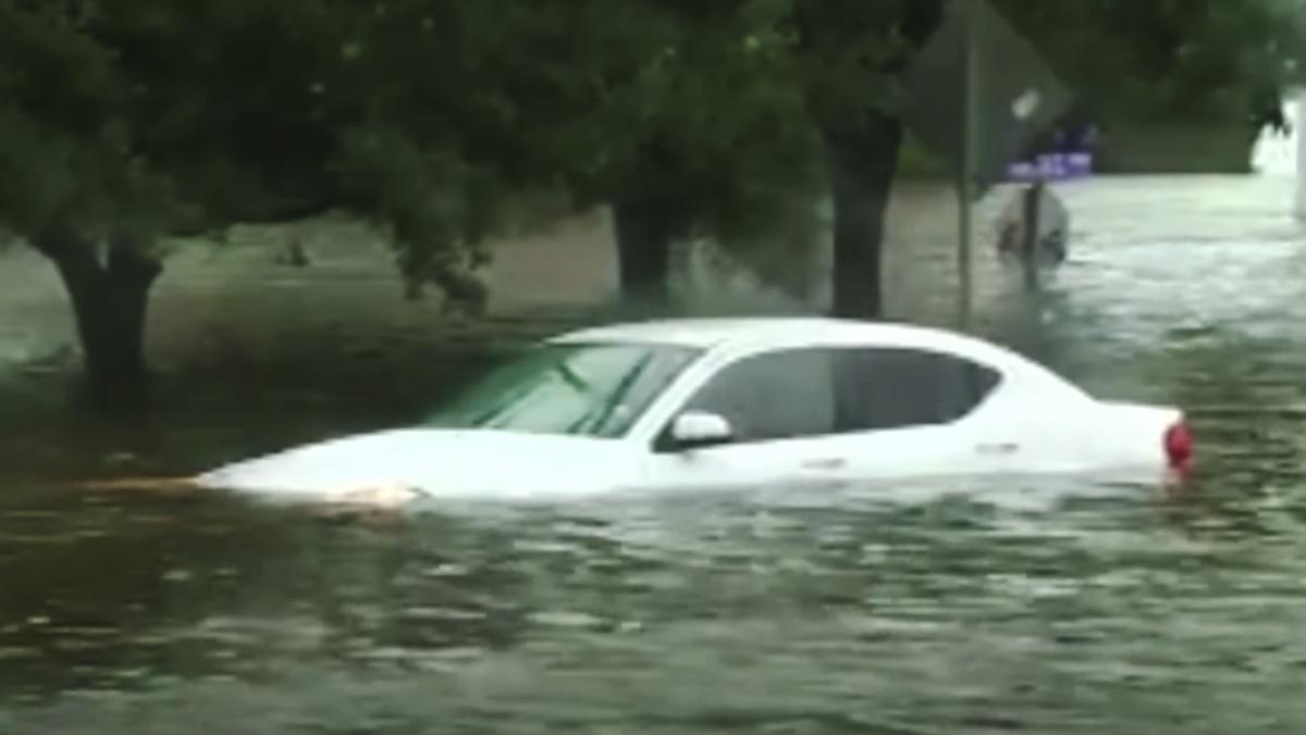 El huracán Harvey ha destrozado 500.000 vehículos