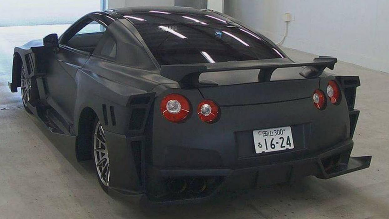 Nissan GT-R fake