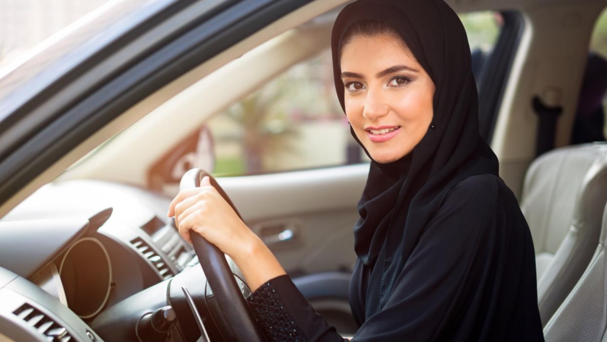 Mujer saudí al volante