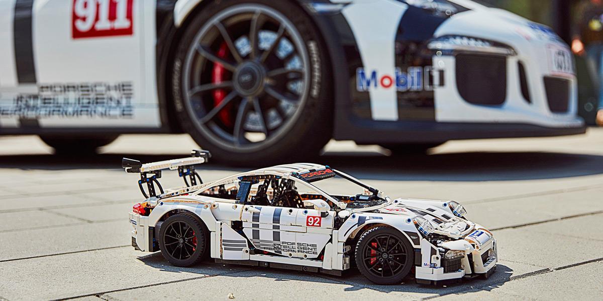 Porsche 911 GT3 RS Lego (con modelo real)