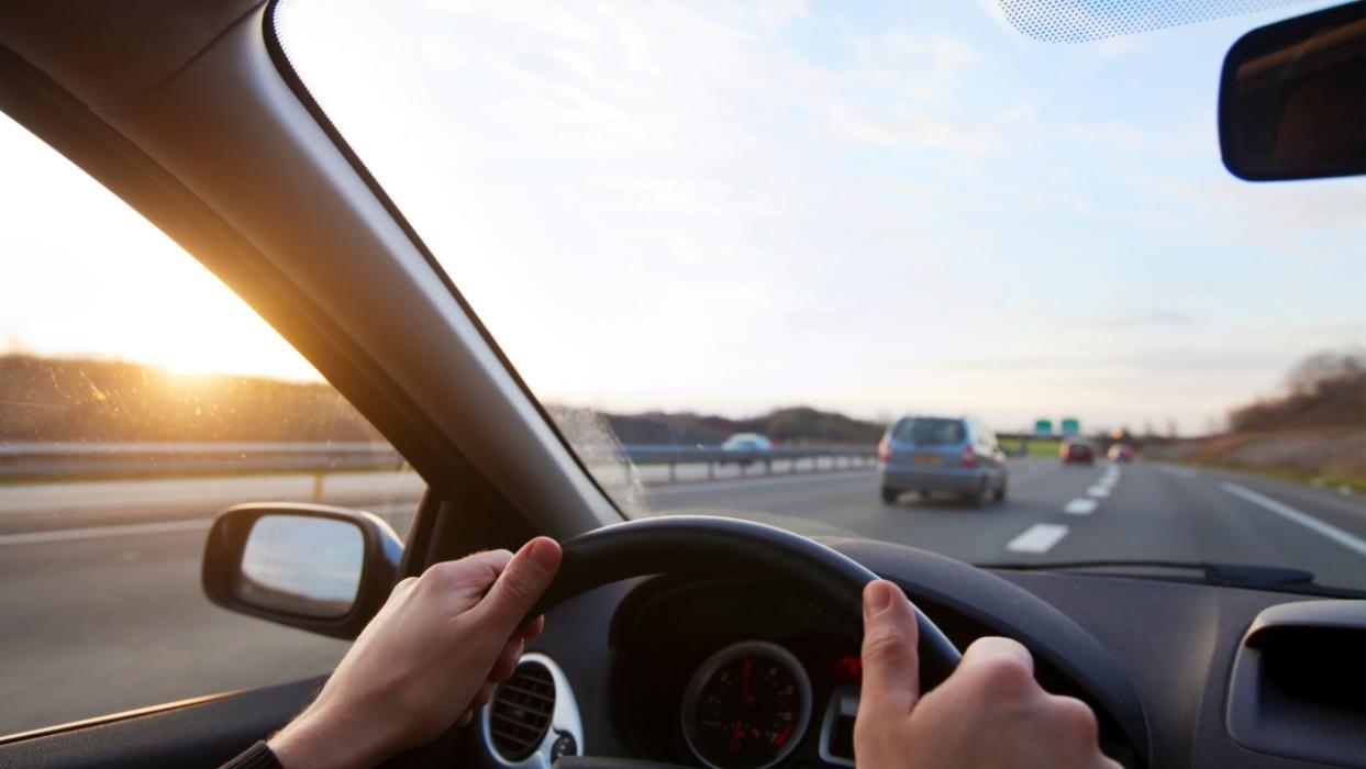 Velocidad máxima para adelantar en autovía