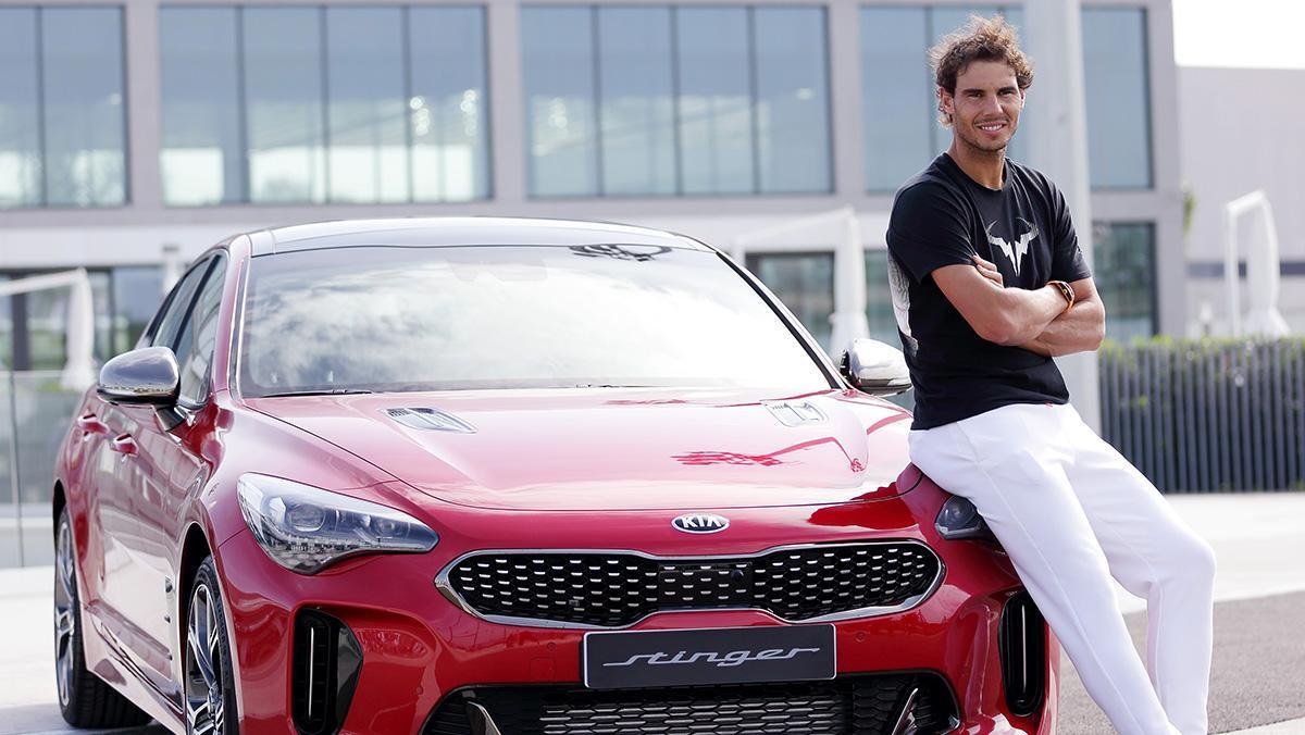 Y el nuevo coche de Rafa Nadal es... ¡un Kia Stinger!