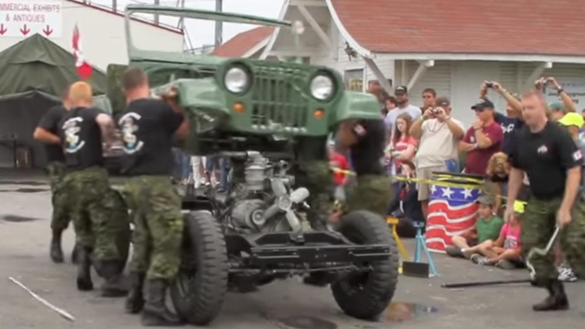 Así se desmonta un Jeep Willys