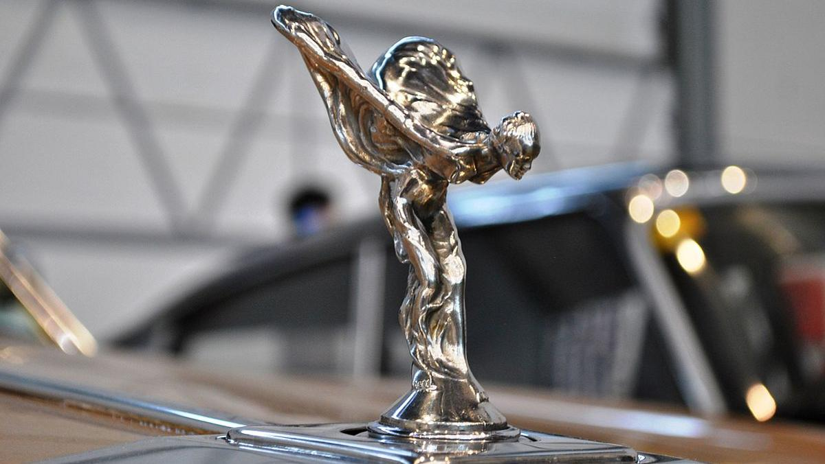 La estatua de los Rolls-Royce