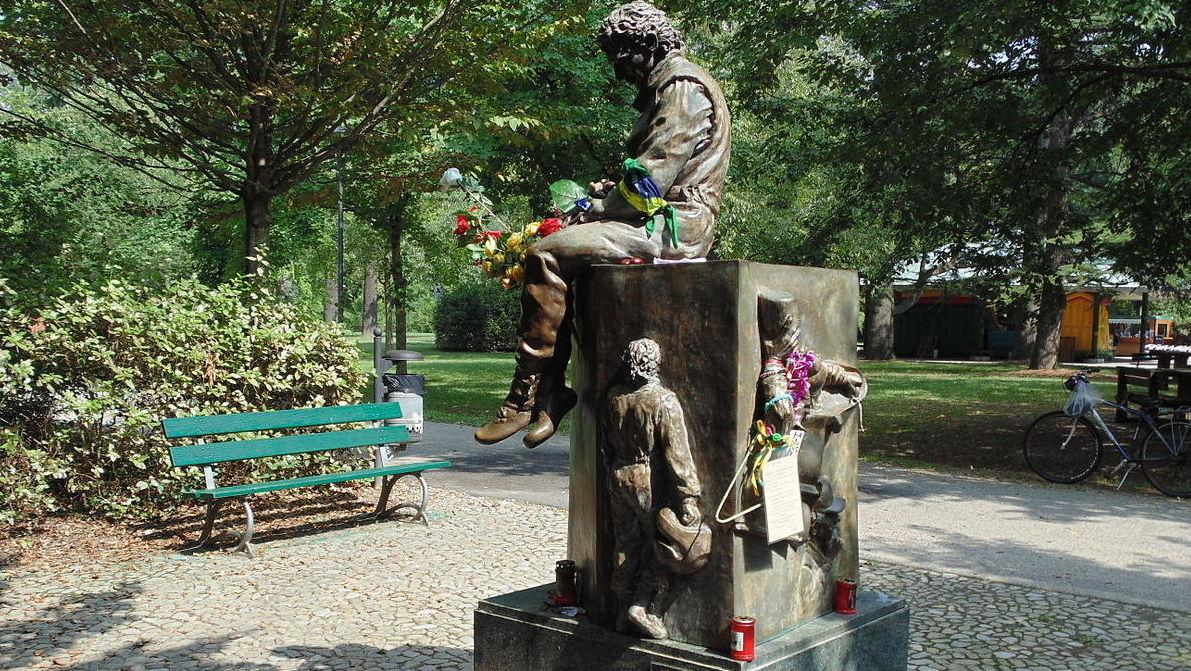 Monumento_a_Senna_(retro)Maurolattuga