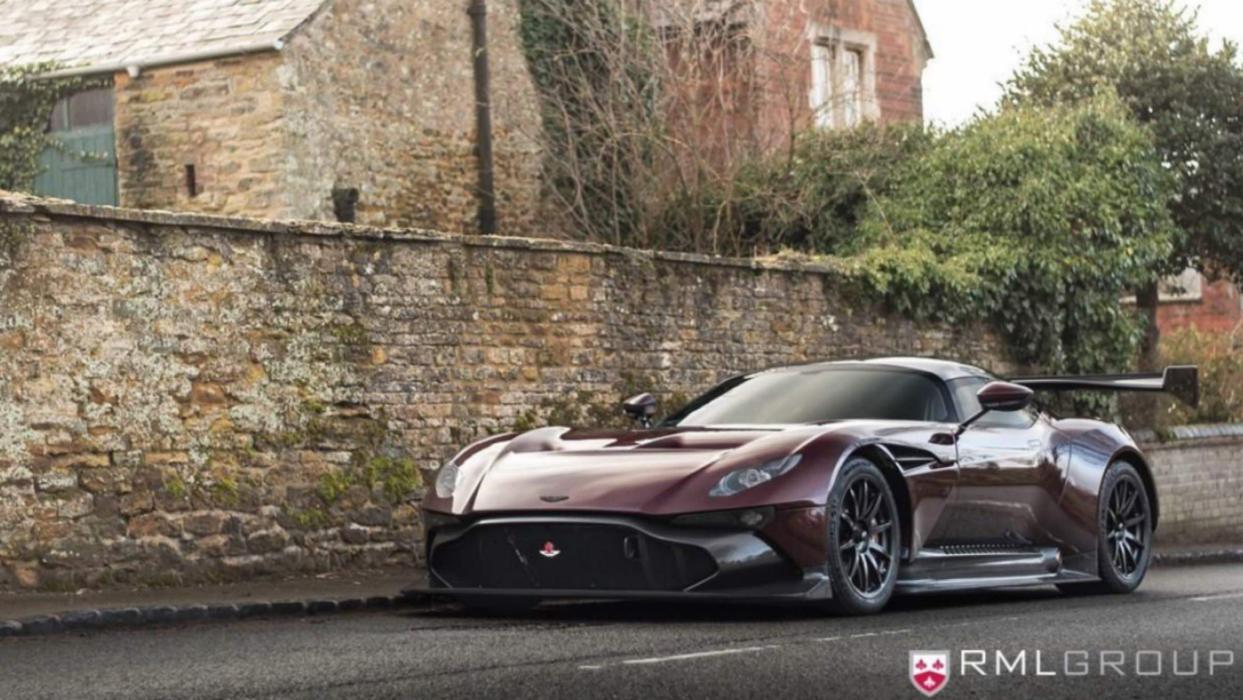 Aston Martin Vulcan de calle