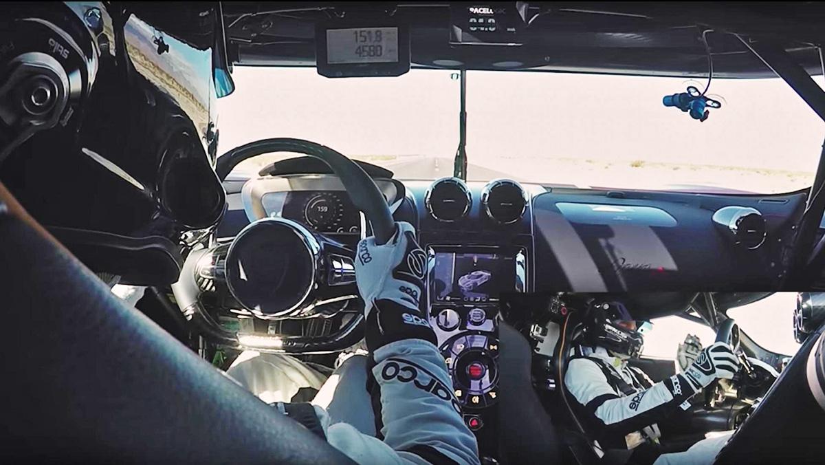 Cámara interior del Agera RS batiendo sus cinco récord de velocidad