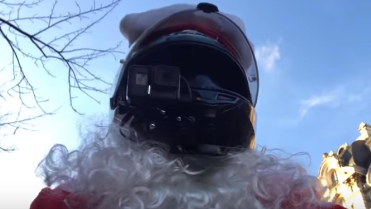 Papá Noel motero y justiciero