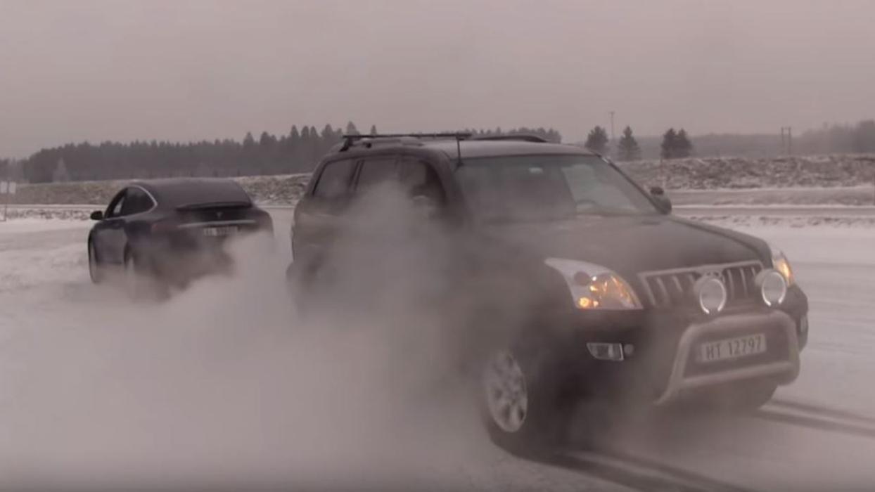 Toyota Land Cruiser vs Tesla Model X