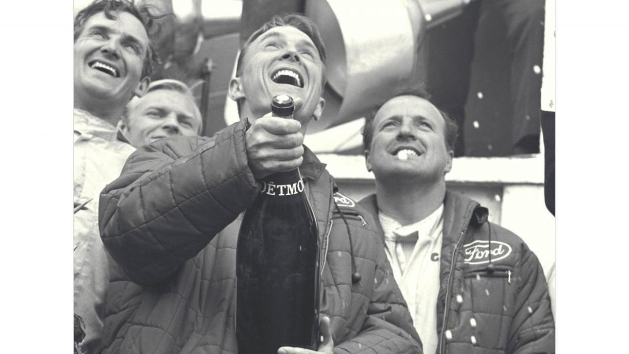 Dan Gurney - primera ducha de champán en competición