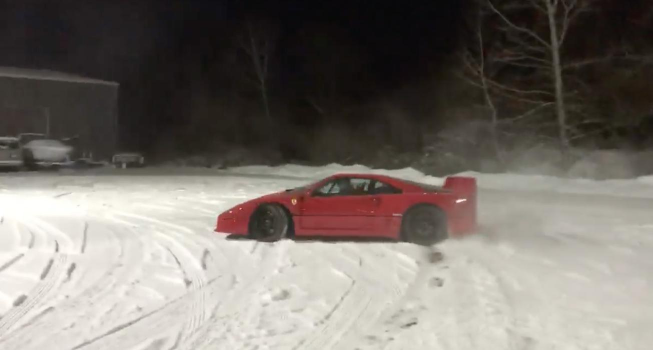 Ferrari F40 en nieve