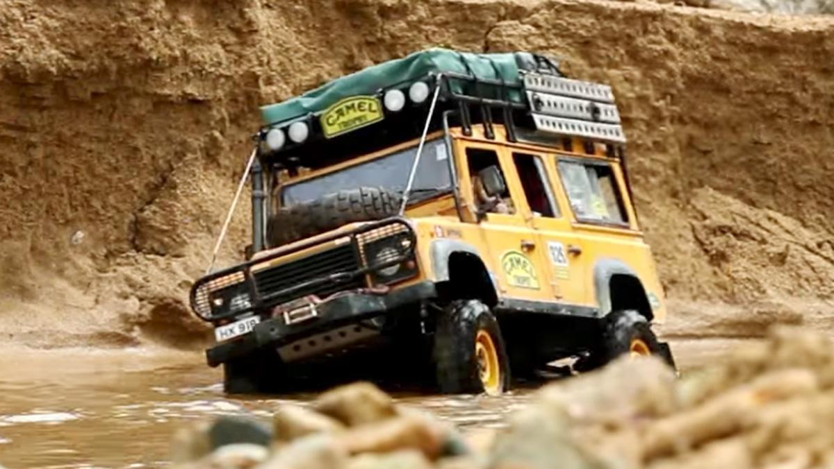 Un Land Rover Defender de radiocontrol