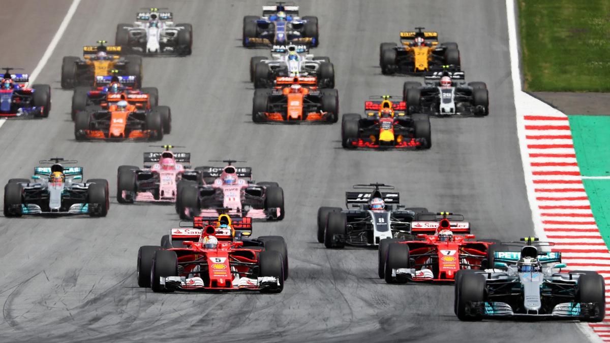 Los niños toman la parrilla de la F1