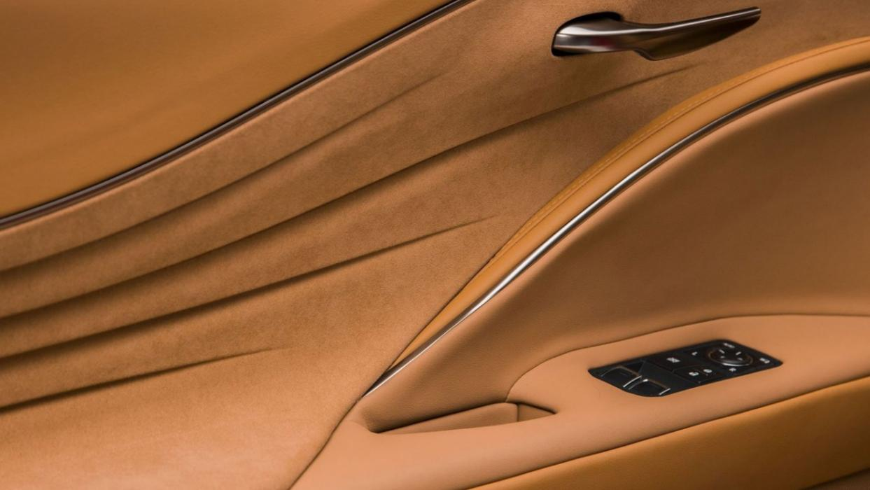 Lexus LC 500 detalle puerta