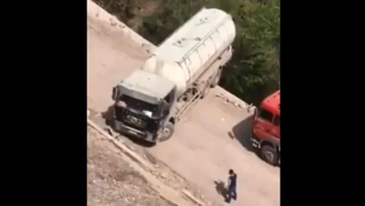 Maniobra al límite de un camión chino