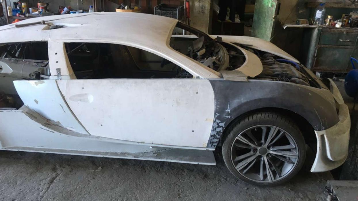 Réplica Bugatti Veyron sin terminar