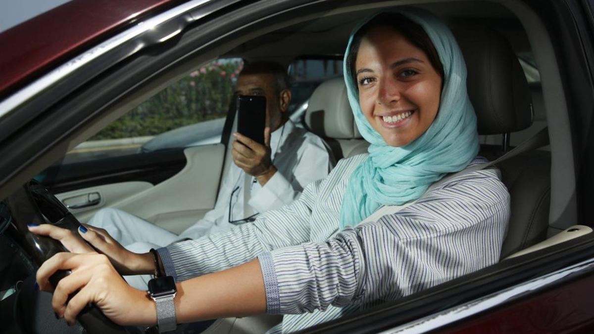 Las mujeres ya conducen en Arabia Saudí