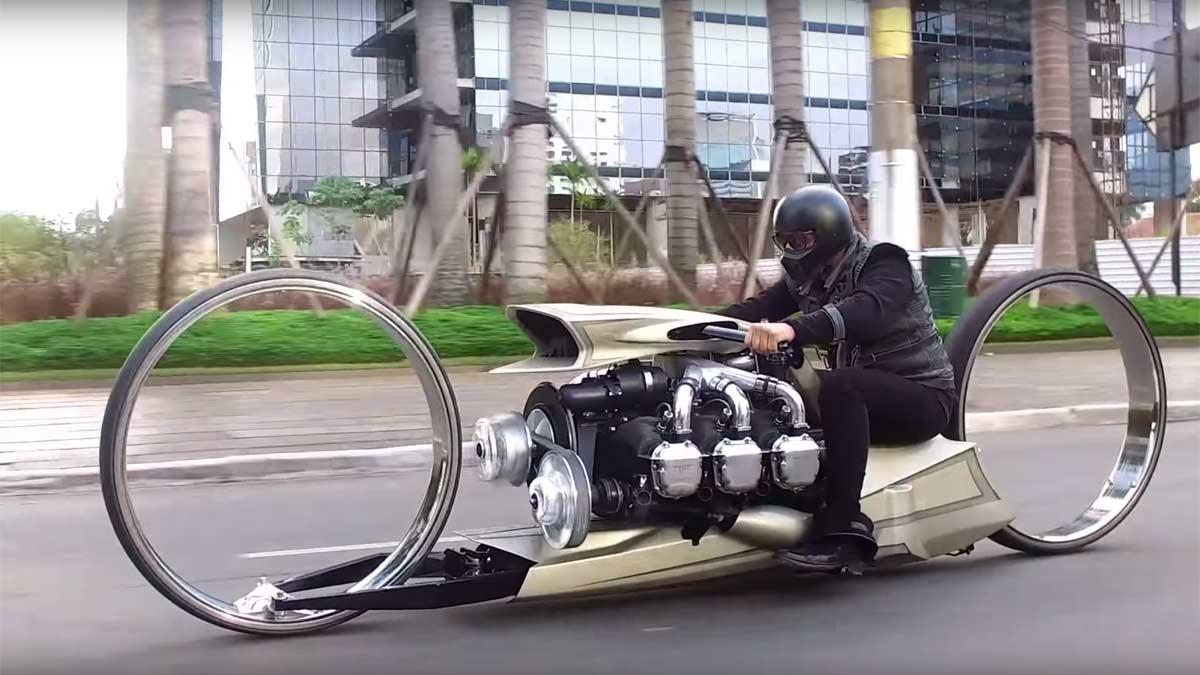 Moto personalizada Tarso Marques lujo personalización preparacion motor avion rolls-royce
