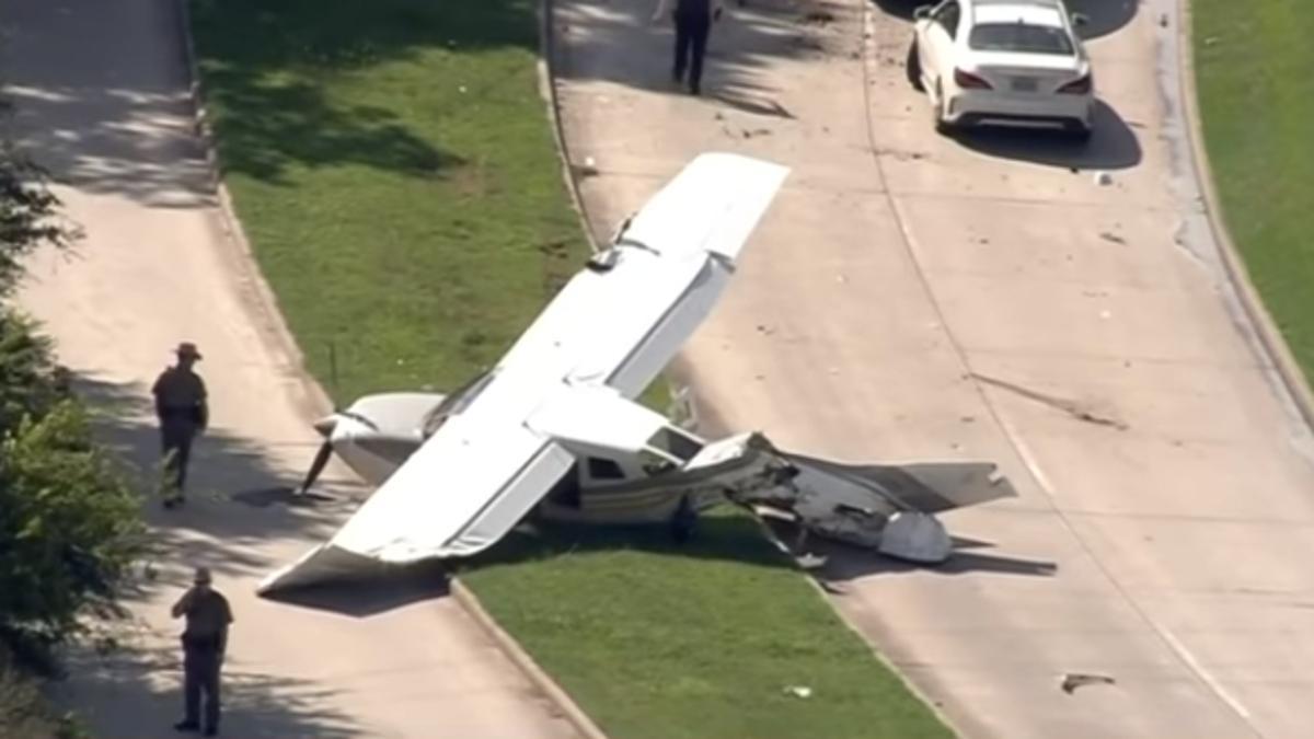 Una avioneta se choca con un Tesla y no hay víctimas