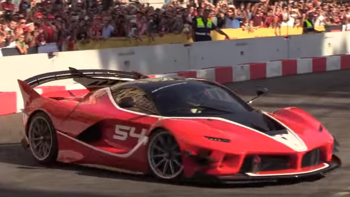 Este Ferrari FXX K EVO toma Milán