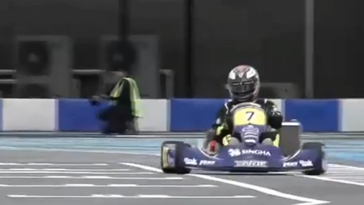 Kimi y su 360 en un kart en Tailandia