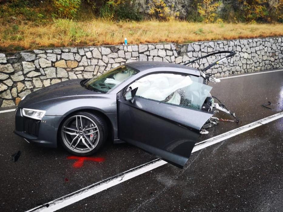 Accidente Audi R8 partido en dos